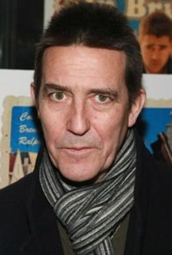 Ciarán Hinds Style and Fashion
